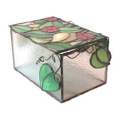 I have designed these Ladybug stained glass boxes thinking of multi-purpose usages such as a jewelry box, living room decor or bedroom decor at your home. These jewelry boxes may be a fabulous gift for lovers or someone to whom youd like order as well. This specially designed product was