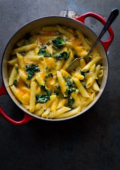 Easy One Pot, Stove Top Creamy Kale Mac and Cheese Recipe on WhiteOnRiceCouple.com #onepotpasta