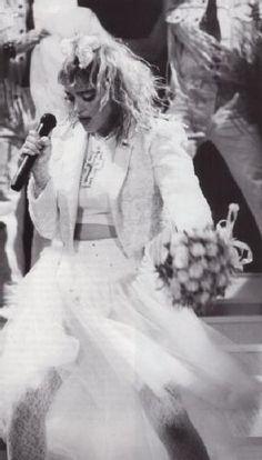 """Há 24 anos ... - 1985 The Virgin Tour - a primeira turne na foto momento em que cantava """"Like A Virgin"""" eu ouvi hoje essa turne .... adoro !!!! [b]*** Vídeos dos shows em São Paulo: Madonna Sticky & Sweet 21/12/08 live in São Paulo (Ensaio) http://www.youtube.com/watch?v=rEJ8W0blI_w=channel_page Madonna Sticky & Sweet 18/12/08 live in São Paulo (Arquibancada Vermelha - Momentos) http://www.youtube.com/watch?v=JHmG0kv0D94=channel_page Madonna Sticky & Sweet live in São Paulo 18/12"""