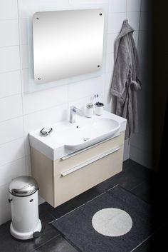 Vaalean saarnin sävy yhdistettynä harmaaseen toimii loistavalla tavalla - Light wood color and grey makes a gorgeous combination Minimalist Fashion, Vanity, Cool Stuff, Bathroom, Simple, Modern, Dressing Tables, Washroom, Powder Room