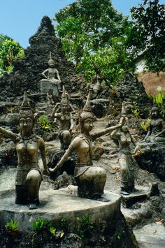 ✭ Secret Buddha Garden, Ko Samui, Thailand. This was so secret Sompong didn't even know about it! (THAI TWIST drransdellnovels.com)