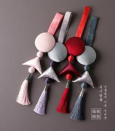 모던노리개'꿈결' Fancy Blouse Designs, Designs For Dresses, Hand Embroidery Dress, Hand Embroidery Designs, Tassel Jewelry, Fabric Jewelry, Fabric Crafts, Sewing Crafts, Korean Crafts