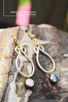 MINTED STRAWBERRY: These Dangling Teardrop Pearl Earrings are so pretty - check it out! #fashion #trend #pearl #gold #hammeredjewelry #earrings #DIYearrings #handmade #summer #accessory