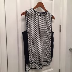 """Zara Woman geo print top NWOT Zara woman black/white geo print top. Brand-new without tags. Size small. Bust:17.5"""" $69.00 retail.                                                                  ❌PRICE IS FIRM❌  NO TRADES Zara Tops Blouses"""