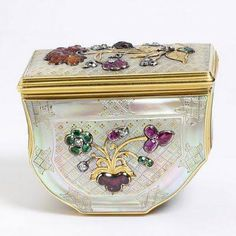 Jeweled Box Made Of Mother-Of-Pearl, Diamonds, Rubies, Hyacinth And Emeralds - Germany c.1730-1740