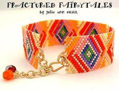Julie Ann Smith conçoit rupture FAIRYTALES comte impair Bracelet Peyote motif de…