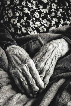 Photograph El peso de la vejez by Karla Amelburu  on 500px