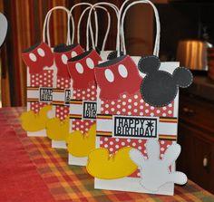 Birthday Gift Bag idea Fiesta Mickey Mouse, Mickey Mouse 1st Birthday, Mickey Mouse Parties, Mickey Mouse Clubhouse Party, Mickey Party, Birthday Gift Bags, Party Gift Bags, Party Gifts, Party Favors