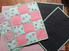 Jogo americano de Patchwork. Tecidos floral e rosa.