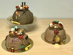 Boltaartje 'zak van Sinterklaas'. Bekleed en versierd met fondant. Xmas, Santa, Cupcakes, Desserts, Tailgate Desserts, Cupcake Cakes, Deserts, Christmas, Navidad