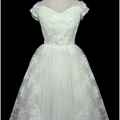 Vintage Dior wedding dress. Love the lace!!