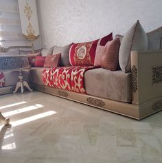 Agreable Banquette Marocain En Bois Sculpté Salon Marocain En Bois Décoration Salon  Marocain, Design Marocain,