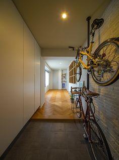 その他事例:自転車収納可能な玄関(広々としたナチュラル&ヴィンテージな家(リノベーション))