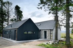 Strone of Glenbanchor by Loader Monteith Architects Ltd Modern Barn House, Modern Cottage, Timber House, Barn Style Houses, Barn Houses, House Cladding, Exterior Cladding, Steel Framing, Cottage Extension