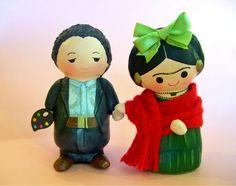 Frida y Diego paper mache figurines.