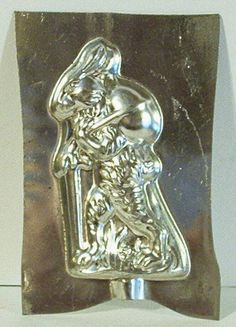 vintage metal chocolate mold - rabbit sitting upright carrying an egg on his… Chocolate Candy Molds, Chocolate Ice Cream, Butter Molds, Wax Tarts, Easter Treats, How To Make Chocolate, Pretty And Cute, Vintage Metal, Metal Art