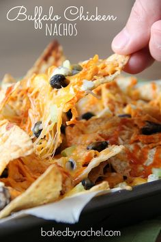 Cheesy nachos combined with spicy shredded buffalo chicken create the ultimate snack food. Yummy Appetizers, Appetizer Recipes, Snack Recipes, Cooking Recipes, Appetizer Dips, Easy Recipes, Baked Nachos, Cheesy Nachos, Quesadillas