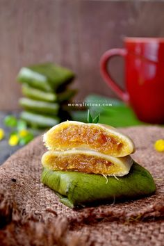 Food photography, cake, cookies and Indonesian food. Asian Desserts, Asian Recipes, Binangkal Recipe, Bali, Steamed Cake, Traditional Cakes, Indonesian Food, Wrap Sandwiches, Great Recipes