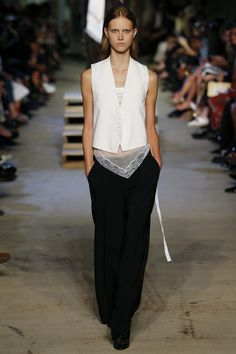 Givenchy Spring 2016 Ready-to-Wear Fashion Show - Julie Hoomans