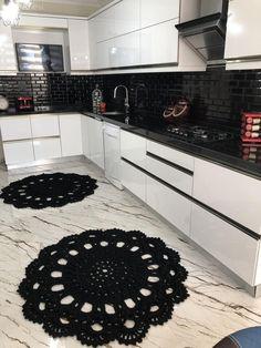Bu Mutfak ve Banyoda Parlak Yüzeyler Dekorun Odağında. Kitchen Manufacturers, Kitchen Plans, Kitchen Decor, Interior Design Kitchen Small, Kitchen Furnishings, Kitchen Diner, Interior Design Kitchen Contemporary, Kitchen Design, Living Room Designs