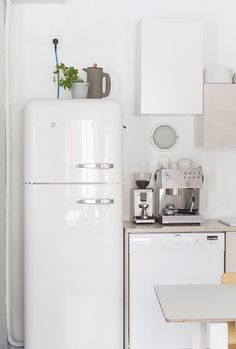 Love the fridge... My Scandinavian home blog Retro Refrigerator, Retro Fridge, Smeg Fridge, Vintage Fridge, Kitchen Interior, Kitchen Design, Kitchen Decor, Kitchen Ideas, Kitchen Styling