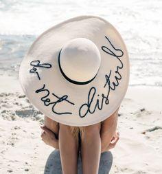 Ideias e inspirações para customizar o seu chapéu de praia