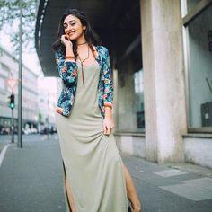 """96 likerklikk, 1 kommentarer – Soaked in Luxury (@soakedinluxury) på Instagram: """"@dilan_issel looks stunning wearing our Bell Bomber jacket 🌺 Photocred: @keeploving_shop…"""""""