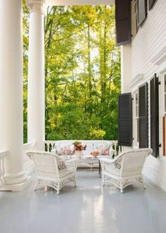 myLusciousLife.com - Verandah at historic Virginia home - pictures luscious outdoor living .jpg