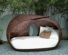 oooh a garden daybed that looks like an awesome spot to read and nap