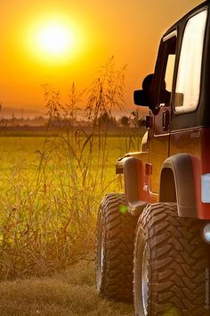 The sunrise is always more exciting when ya got there in a Jeep!