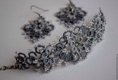 """Купить Комплект украшений """"Серый монохром"""" - серый, шелковый браслет, серый браслет, кружевной браслет"""