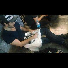 Firmando Pepe madero de #pxndxmusic ? Entra a www.facebook.com/maderovizcainojose y sigue las indicaciones #streetwear #stkmcompany #pensandolobienpensemal #pxndx #josemadero #pepemadero www.stkm.co