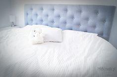 Zagłówiek to must have każdego łóżka, chyba się ze mną zgodzisz. Jak inaczej dobrze i wygodnie się rozsiąść, oprzeć i poczytać książkę? Moje łóżko...