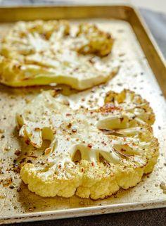 Comment cuisiner le chou-fleur pour que tout le monde l'aime ? Cake Recipes, Vegan Recipes, Snack Recipes, How To Cook Cauliflower, Cauliflower Vegetable, Easy Casserole Recipes, Food Cakes, Healthy Breakfast Recipes, Grilling Recipes