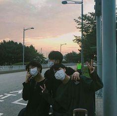 Imagem de ulzzang, boy, and aesthetic Korean Boys Ulzzang, Cute Korean Boys, Ulzzang Couple, Ulzzang Boy, Asian Boys, Arte Drake, Foto Best Friend, Boy Squad, Korean Best Friends