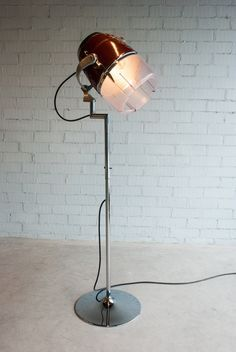 L'estoc | Muebles con valor añadido Desk Lamp, Table Lamp, Industrial Style Lamps, Lite Brite, Upcycled Furniture, Metal Art, Ceiling Fan, Light Up, Recycling