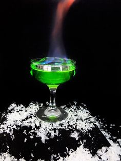 A flaming Game of Thrones inspired cocktail for your next Game of Thrones viewing party! This Game of Thrones drink is inspired by the green explosive Wildfire used in the show. This easy Game of Thrones cocktail is caught fire with Bacardi 151 rum and sw Game Of Thrones Drink, Game Of Thrones Cocktails, Game Of Thrones Party, Flaming Cocktails, Vodka Cocktails, Cocktail Drinks, Cocktail Recipes, Disney Cocktails, Martinis
