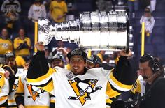 Marc-Andre Fleury passes crease, Stanley Cup to Matt Murray Hockey Rules, Hockey Puck, Ice Hockey, Pittsburgh Sports, Pittsburgh Penguins Hockey, Nhl Stanley Cup Finals, Lego, Lets Go Pens, Legos