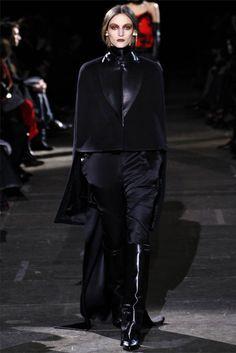 Givenchy Fall 2012 Ready-to-Wear Fashion Show - Franzi Mueller (IMG) Givenchy Designer, Equestrian Chic, Givenchy Paris, Dark Fashion, Fashion Show, Fashion Design, Women's Fashion, Passion For Fashion, Autumn Winter Fashion
