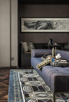 Indigo blue is one of the biggest colour trends of In interior design, this bright shade of blue can be used to create a clean statement. Diy Furniture Decor, Furniture Design, Chinese Interior, Colorful Interior Design, Zen, Lounge Design, Asian Design, Diy Sofa, Living Room Seating