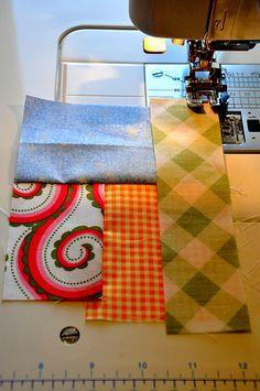 scrappy quilt tutorial Love this one, use all those scraps. Sew scraps together in log cabin style then trim to size. Quilting Tips, Quilting Tutorials, Machine Quilting, Quilting Projects, Quilting Designs, Sewing Projects, Scrappy Quilts, Easy Quilts, String Quilts