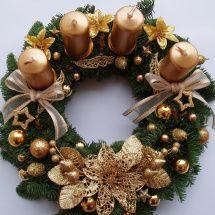 Adventní věnec zlatý 3 Candle Arrangements, Christmas Arrangements, Candle Centerpieces, Christmas Centerpieces, Xmas Decorations, Christmas Advent Wreath, Christmas Pine Cones, Xmas Wreaths, Christmas Crafts