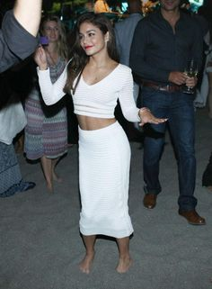 Vanessa Hudgens Vanessa Hudgens Style, Twirl Skirt, Fade Styles, Office Outfits, Work Casual, Types Of Fashion Styles, Beautiful People, Beautiful Women, Style Icons