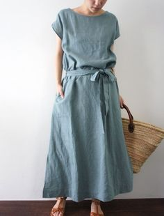 The perfect summers dress in the most beautiful shade of blue!Linen dress with beltinspiration for linen sewing Simple Dresses, Casual Dresses, Summer Dresses, Outfit Summer, Casual Summer, Linen Dresses, Mode Inspiration, Modest Fashion, Trendy Fashion