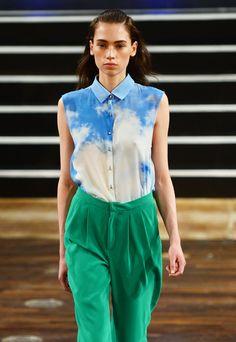 7 Looks aus Berlin, die wir sofort tragen wollen: Die Wolken-Bluse von Marcel Ostertag