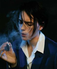 blood fashion style Model Smoking Romeo and Juliet gun cigarette Jason Lee Parry androgynous tomboy sexiness acting swedish erika linder boyish photoshooting malibu mag Androgynous Women, Androgynous Fashion, Tomboy Fashion, Queer Fashion, Tomboy Style, Tomboy Outfits, Emo Outfits, Punk Fashion, Urban Fashion