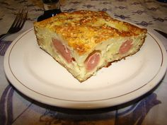 El gratín de papas  es un plato original de la cocina francesa enel cual las papas están cortadas en láminas redondas y gratinadas al hor...