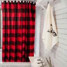 Trendy hunter check in a traditional red and black contrast, perfect for completing your urban lodge decor. Easy-care and durable waterproof polyester fabric Anti-rust metal eyelets Weighted bottom seam 180 x 180 cm Home Design, Buffalo Check Curtains, Men Shower, Christmas Bathroom, Plaid Decor, Blue Curtains, Up House, Country Farmhouse Decor, White Farmhouse
