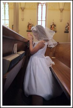 Remember your child's first communion with beautiful photos of the event #girlsfirstcommunion #firstcommunion #religious