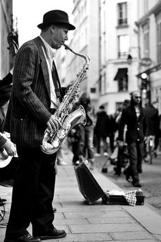 Jazz in the street. Still Amazing Music. All About Jazz, All That Jazz, Jazz Artists, Jazz Musicians, Music Is Life, My Music, Street Musician, Music Express, Bagdad